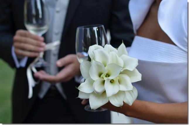 http://lauruspiacenza.it/wp-content/uploads/2015/04/bouquet_calle_per_matrimonio_piacenza.jpg.jpg